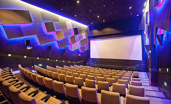 5万人口小城能开电影院吗_电影院看电影图片