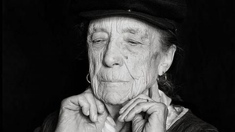路易丝·布尔乔亚:永恒的丝线,永恒的艺术家
