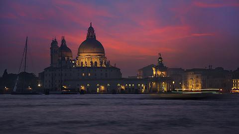 就算大雨让威尼斯颠倒,泡在水里也要去买到这些工匠精品