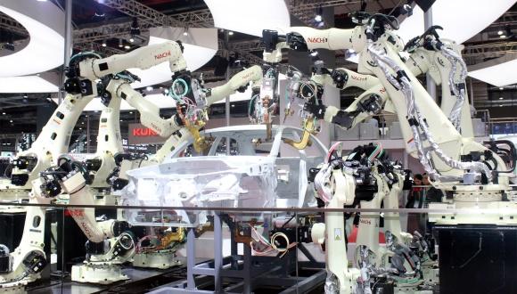 【特写进博会】机器人需求太火爆 这家首个签约进博会的外商已签下数亿元订单