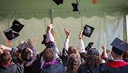 """比牛津剑桥有""""钱景"""",这所英国大学毕业生年薪最高"""