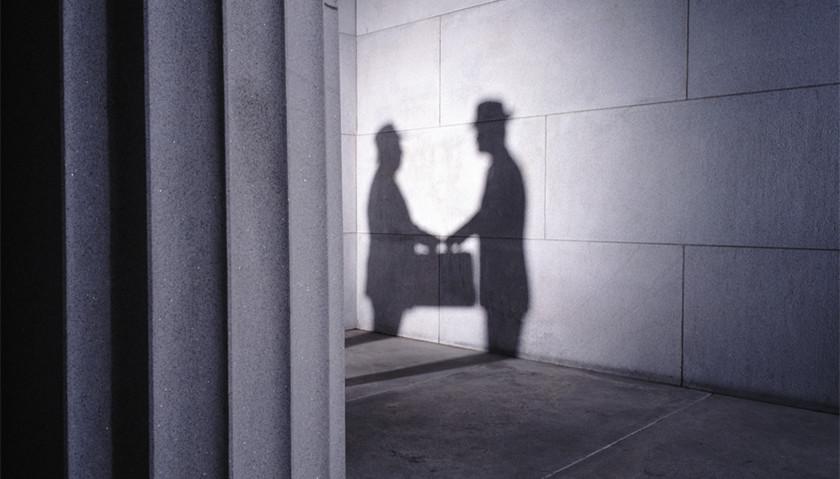 雅居乐曝贪腐事件:区域老总将优质房源给外人变卖牟利