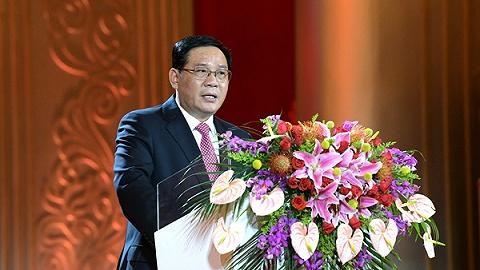 李强在春节团拜会上致敬城市奋斗者和追梦人:上海明天更美好