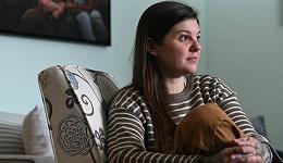 《女佣》:中产阶级卧室里的黄片,和越忙越穷的困局