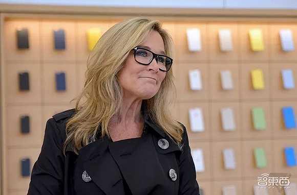 苹果最强女高管宣布离职!年薪曾是库克8倍