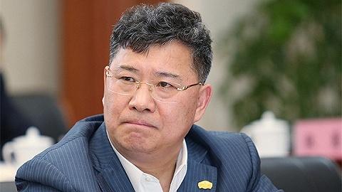 """""""为上海打造金融中心新地标""""的任务,交给了张玉良"""