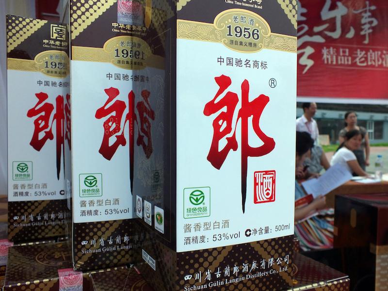 郎酒重回百亿阵营背后 向经销商压货