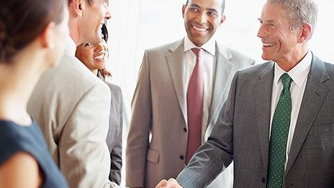 投行人现在也不穿商务正装了,新时代的成功人士都怎么穿?