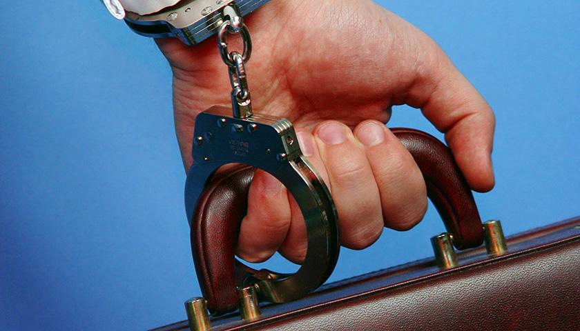 又一批阜兴系涉案人员被批捕,华闻传媒多位前高管与朱一栋、朱冠成产生交集