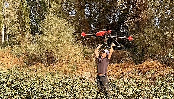 """极飞科技联合创始人龚槚钦:带着无人机下田,让农民们""""酷""""起来"""