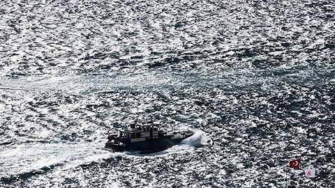 博斯普鲁斯海峡之光:奥尔罕·帕慕克的摄影作品集《阳台》
