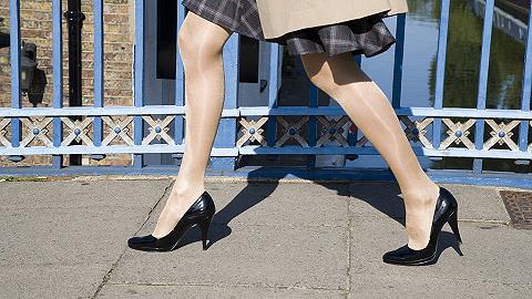 日本职场女性发起#KuToo运动,拒穿高跟鞋上班