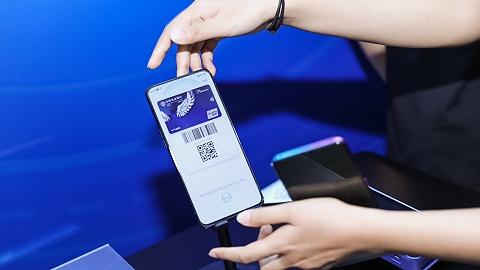 """中国银联携手六大手机厂商推广手机闪付,""""不开机就支付""""未来会取代二维码吗?"""