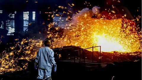 铁矿石价涨、钢价跌,这六家上市钢企上半年总利润腰斩