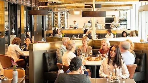 """荷航推出洲际乘客贵宾厅,非申根区乘客可在""""蓝""""餐厅体验当地美味"""