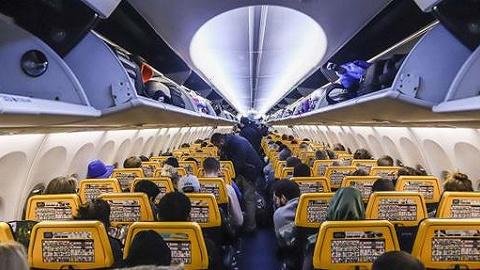 如何应?#38498;?#31354;客运需求增长?把更多人塞进飞机里!
