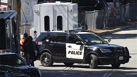 又是白人至?#29616;?#20041;?利用法律漏洞购枪三周后,19岁的他在加州大开杀戒