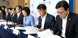 """韓國開會討論對日本""""以牙還牙""""后,暫時推遲發布反制方案"""