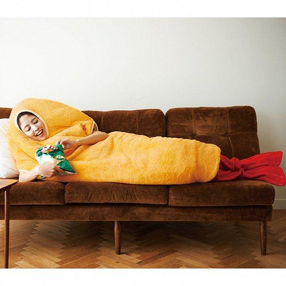 在睡觉时把自己扮演成一棵树,或者是扮演一只炸虾——或许睡觉的时候会不那么无聊一点,还有保暖功能。