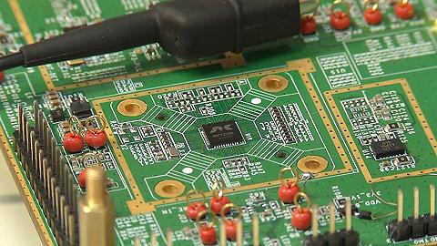 午评:指数上演高开低开 PCB板板块较为活跃