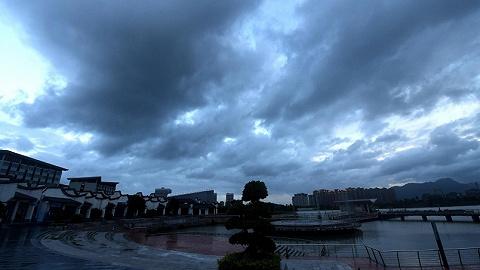 暴雨橙色預警:10余省有大到暴雨,江浙滬等地大暴雨