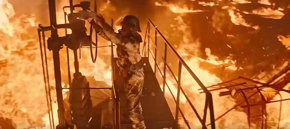 珠海化工厂发生爆炸 消防员上演现实版烈火英雄