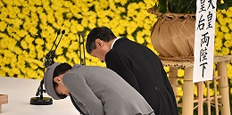 """日本投降74周年:天皇""""深刻反省"""",安倍继续避提加害责任"""