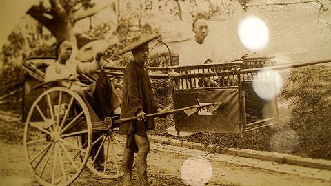 """【探展】从""""光绪骑马""""到""""火车上的中国人"""",我们把三个世纪的中国摄影看了个够"""