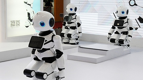 多年高增长后首现负增长,中国机器人市场怎么了?别急,新一轮爆发正在酝酿