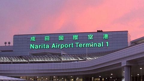 受台风天气影响,大量旅客滞留日本成田机场