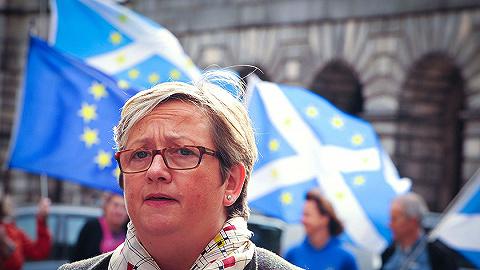 """苏格兰法院复审裁定英首相""""关闭议会""""违法,给出了这两个理由"""