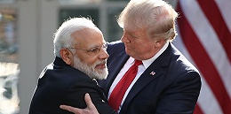 """""""美国爱印度"""":特朗普与莫迪手牵手在5万人前来了一波商业互吹"""