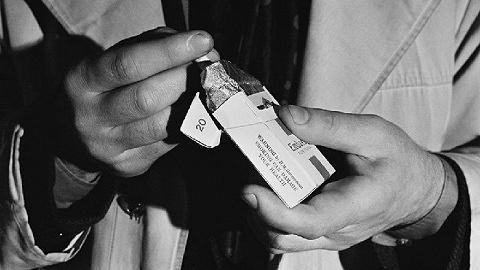 香烟的政事史:抽烟是抽烟者的错,照旧政府和烟草业的错?