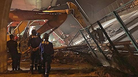 【現場】無錫312國道跨橋側翻事故現場百余人通宵救援