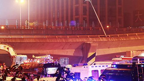 江蘇無錫高架橋側翻致3死2傷,初步調查原因為超載,設計方或是中設股份