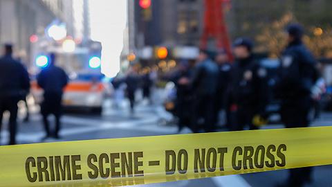 日本黑幫爆發火拼,68歲山口組槍手當警察面打死兩人