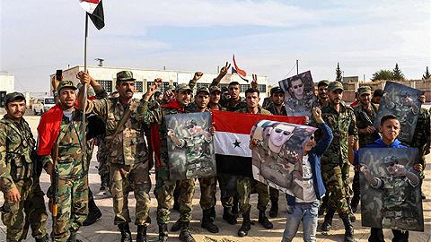 交接顺利完成?美军仓促撤离次日叙俄军队就完全控制曼比季