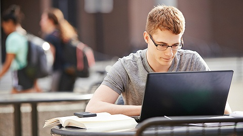 出版商的新焦虑:近七成学习者认为纸质课本将在十年内被淘汰