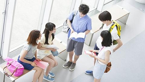 从职场人转向大学生,在线职教企业正在校园里找生意