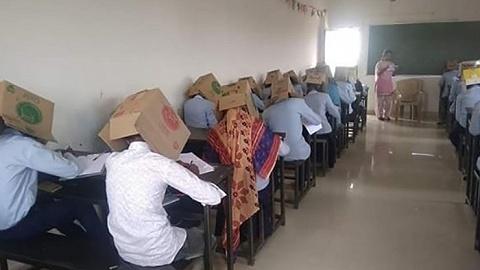 """为防作弊让学生""""头戴纸箱""""上考场,印度校园出此下策无奈多"""