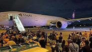 发动机出现大裂缝,泰航1架波音777客机起飞前传巨大爆炸声