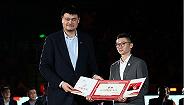 """告别亦是开端:""""万分先生""""刘炜转型上海男篮领队"""