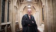 """工党议员霍伊尔接任议长,承诺要给英国议会带来""""平静"""""""