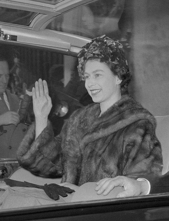 穿了67年皮草的英国女王,决定不再买新皮草图3