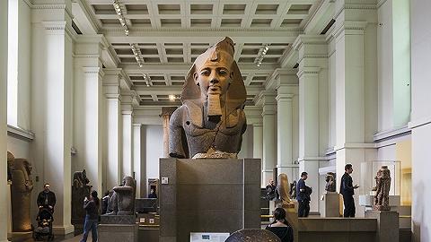 【天下奇闻】大英博物馆被指责为最大赃物接收者 俄机长带女友开飞机被骂惨