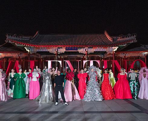 真正理解东方美学的奢侈品不多,近日在颐和园走秀的Valentino算一个