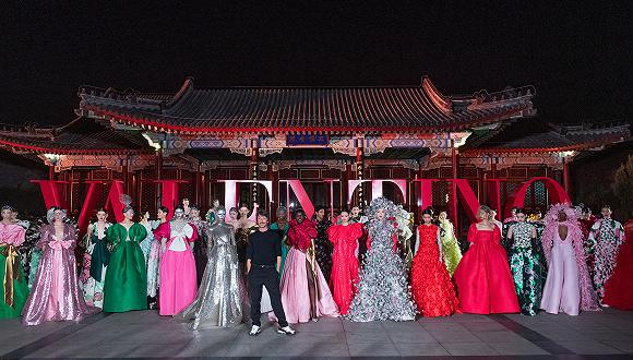 超越娱乐:真正理解东方美学的奢侈品不多,近日在颐和园走秀的Valentino算一个图1