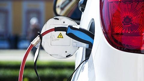 """【界面晚报】10月新能源汽车销量同比下跌45.4% 悉尼首发最高等级""""灾难性""""火警"""