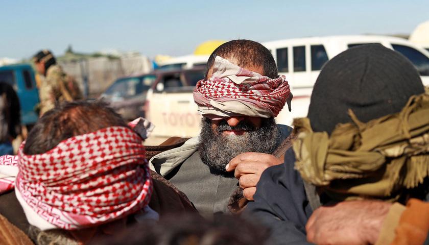 动真格:土耳其遣返外国ISIS囚犯,疑似美国成员被困边境无人区图2