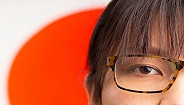 上班穿高跟鞋、化妆还不能戴眼镜,日本女性太难了